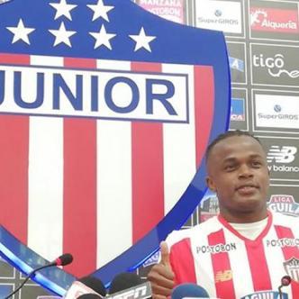 Iván Rivas en su presentación como nuevo jugador del Junior.   Al Día