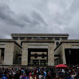 En la sede del Ministerio de Educación, Giha y el presidente de Fecode, Carlos Rivas, entregaron detalles del acuerdo | Colprensa