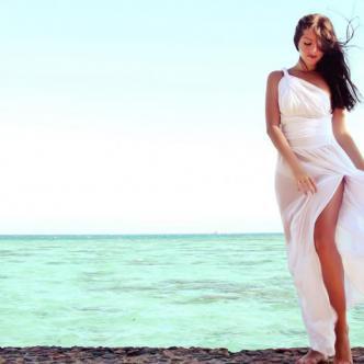Un vestido blanco es una de las recomendaciones de los viajeros para llevar en la maleta.   Shutterstock.