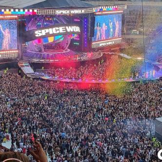 Unas 80 mil personas asistieron al primer concierto.