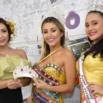 De izquierda a derecha Malka Devenish, Samara Haydar y Daniela Congote.