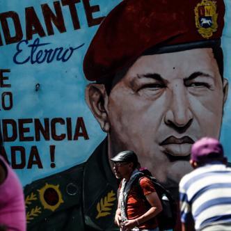Mural con la imagen del expresidente de Venezuela Hugo Chávez. | AFP