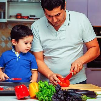 Los niños deben aprender de sus padres buenos hábitos alimenticios para tener un buen desarrollo. | Al Día