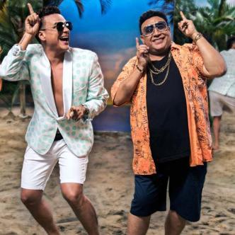 Silvestre Dangond (izquierda) junto a Robinson Damián interpretan la segunda versión de 'El Santo Cachón.