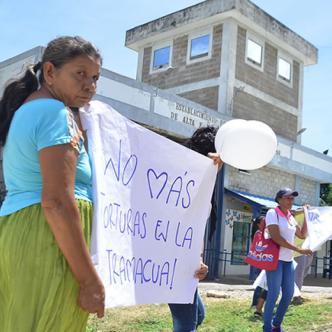 Las esposas y familiares de los presos en huelga de hambre protestaron a las afueras de la Penitenciaría. | Al Día