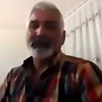 Las autoridades llegaron  al lugar y se llevaron el cuerpo del hombre a la morgue para una autopsia | Captura de video