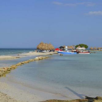 El bello paisaje es uno de los atractivos de las islas.