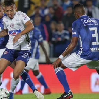 El paraguayo Roberto Ovelar fue la gran figura al marcar tres de los cuatro goles con los que Millonarios goleó al Unión.