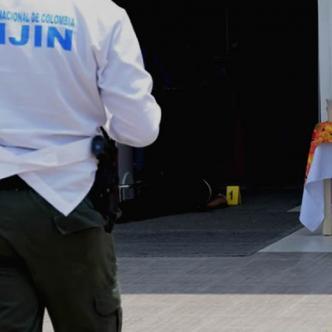El cuerpo de Ronald Hoyos quedó tendido en la entrada del almacén de cadena del municipio de Soledad | Johnny Olivares