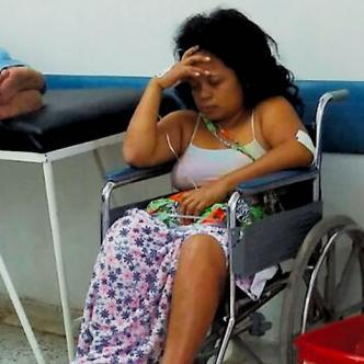 Daniris Hernández Parra, de 31 años, cuando era atendida en la emergencia del Hospital General de Barranquilla | Cortesía