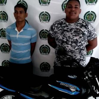 La Policía capturó a Róbinson Orozco y Daniel Lara con la motocicleta que le robaron a Marlon Duque Melo | Cortesía