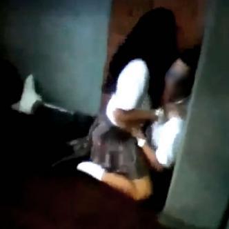 Estudiantes mientras sostenían relaciones sexuales dentro de la institución | Captura de pantalla