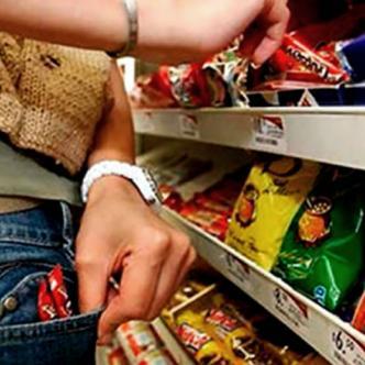 Fue capturado por robarse 170 chocolatinas en Sabaneta, Antioquia | Ilustrativa