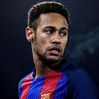 Neymar llegó con gesto serio y con 15 minutos de retraso sobre la hora prevista | Cortesía