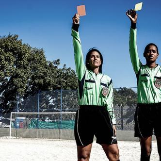 La Liga profesional femenina les brinda la oportunidad de cumplir su sueño de árbitro profesional | César Bolívar