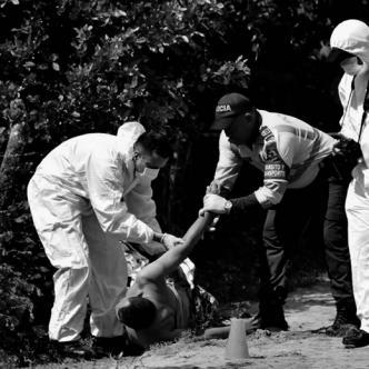 El cadáver de Alberto Herrera Navarro, de 53 años, yacía sobre la arena mojada en una trocha entre el municipio de Galapa y Juan Mina