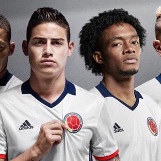 Los jugadores de la Selección Colombia lucen la nueva casaca de la tricolor para la Copa América Centenario. | Foto: todosobrecamisetas.com