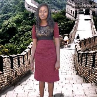 Seve Gats quiso cumplir su sueño de estar en la Gran Muralla China así fuera a punta de retoques digitales | Foto: Huffington Post