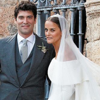 Alejandro Santo Domingo y Charlotte Wellesley, a la salida de la iglesia. | Foto: EFE