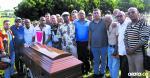 Coleccionistas y salseros de Barranquilla asistieron ayer al sepelio de Idelfonso Vivero para darle el último adiós.