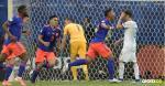 Roger Martínez (der.) sale a celebrar el primer tanto de la Selección Colombia, que ayer derrotó 2-0 con autoridad a Argentina en el debut en la Copa América.