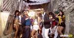 Los artistas durante la grabación del videoclip de la canción en disputa.