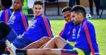James Rodríguez y Wilmar Barrios, ausentes en la práctica de ayer, entrenaron hoy con normalidad. En la imagen ambos realizan trabajos junto a Bacca y Falcao. | Tomada de AFP